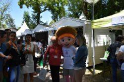 Mmes Harmony Giannotta et Brigitte Marion avec la mascotte de l'Open 88 2019
